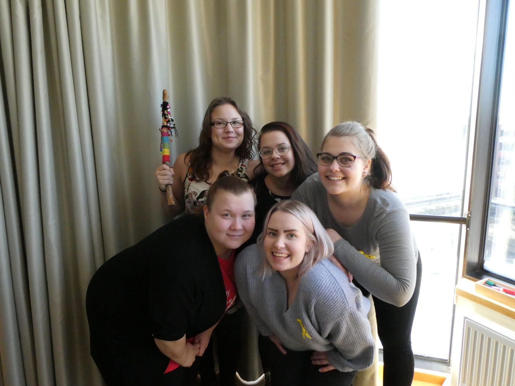 Ylävas: Sonja, Pinja, Charlotta. Alavas: Ditte ja Susanna